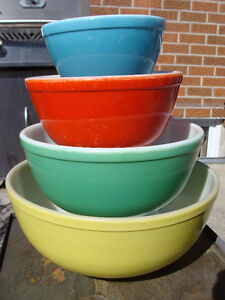 VINTAGE SET PRIMARY COLOURS PYREX BOWLS THICK WALLED NO NUMBERS London Ontario image 2