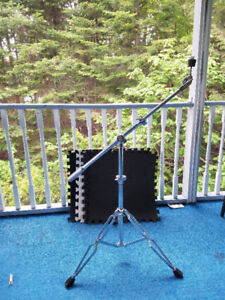 Weighted boom cymbal stand