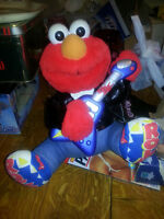 SINGING VIBRATING ELMO WORKS AWESOME BATTERIES INCLUDED!!!!!!!!!