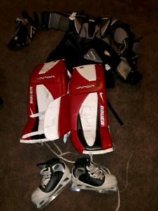 COMPLETE SET OF GOALIE EQUIPMENT APPROX AGE 10