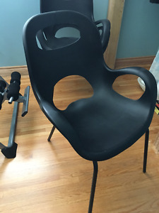 "3 ""OH"" chairs selling as a set for $100, no holds"