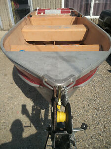 14FT ALUMINUM BOAT WITH TRAILER AND 10HP HONDA 4 STROKE