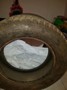 À vendre 80$  Pneus 215 60 16 ×2 pneus d'hiver