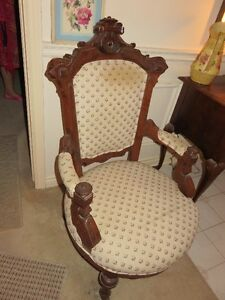 SINGLE ANTIQUE CHAIR London Ontario image 1