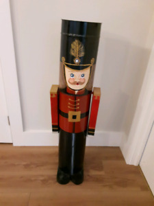 Nut Cracker / Soldier Hand Painted