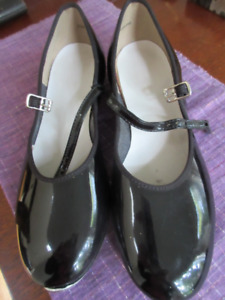 Girls Size 6.5 Black Patent Leather Tap Shoes - Very nice