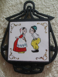 VINTAGE CAST IRON KITCHEN WALL-HANGING HOT-DISH TRIVET