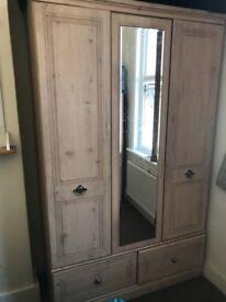 Bedroom cupboard set