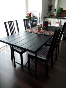 Dining table set up to 6 seats