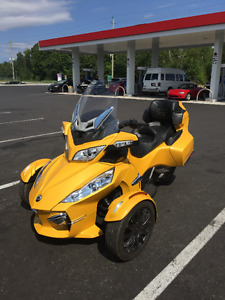NEW PRICE: 2013 Can-Am Spyder RTS... 4,200 kms