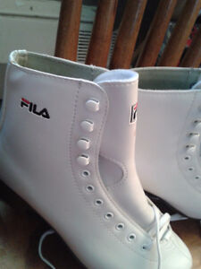 FILA BRAND NEW WHITE FIGURE SKATES LADIES SIZE 6 FOR $60