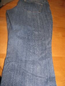 OLD NAVY CAPRIS SIZE 16