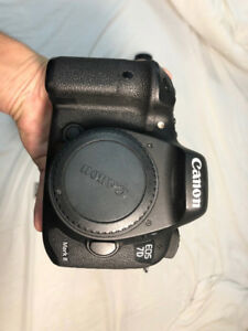 Canon 7d mark ii + charger + 2 canon batteries + Lexar CF Cards
