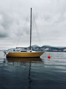 US25 Sailboat and its mooring in Naramata