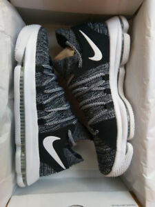 Nike Zoom KD10 - US9.5 - Black/White BNIB
