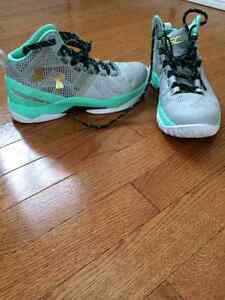 Under armour Curry 2 Easters  size 5.