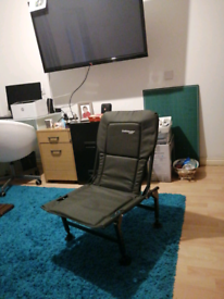 For sale Green dunlop fishing chair new with it box bag to wrap in i