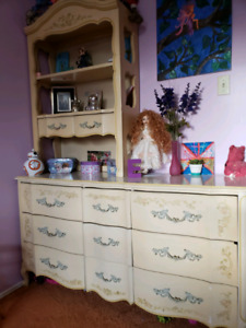 Dresser with Hutch and Nightstand