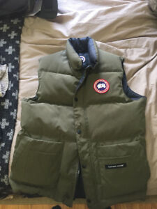 DARK GREEN CANADA GOOSE VEST - MINT CONDITION - 100%  authentic