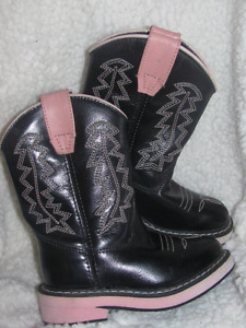 FOR YOUR LITTLE COWGIRL.......SIZE 6 COWGIRL BOOTS!