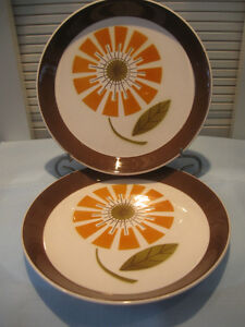 TWO MATCHING 7.5 in. COLOURFUL ROUND SERVING PLATES
