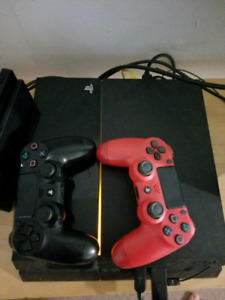 Base PS4 + 2 Controllers & Headset