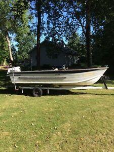 17 foot aluminum deep hull fishing boat with Motor