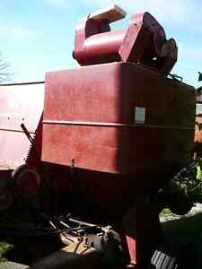 International Harvester pull type combine Model 82 Sarnia Sarnia Area image 3