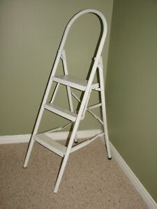 Step Ladder - foldup for easy storing (Metal
