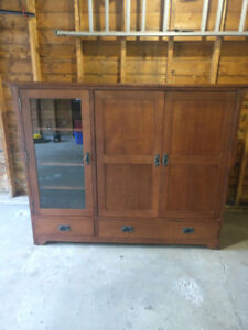 Solid Oak TV Hutch/Display Cabinet