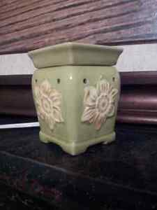 Used deluxe sized Scentsy Burner