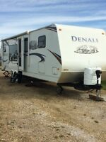 2010 Denali 30ft holiday trailer