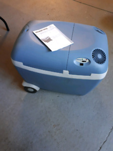 Electric cooler/ heater never used.