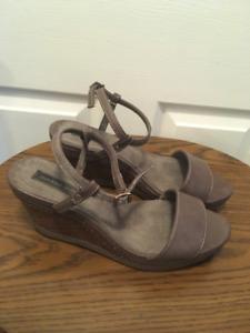 Ladies Sandal. Size 9.5