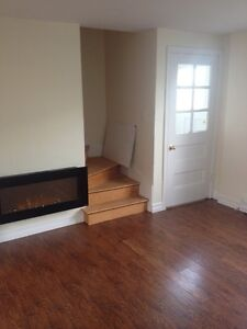 2 BEDROOM TOWNHOUSE CONDO WITH MODERN UPDATES