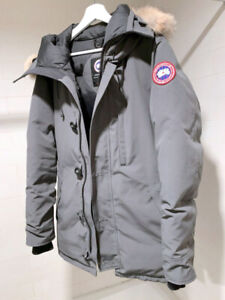 Canada Goose Chateau Parka • Graphite    • Mens  Small
