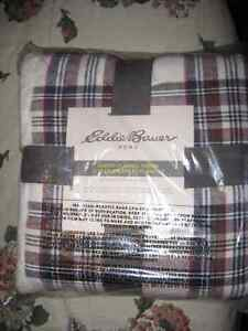 Eddie Bauer Sherpa Throws Windsor Region Ontario image 1