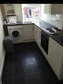 2 BED GROUND UPSTAIRS FLAT AVAILABLE IMMEDIATLEY