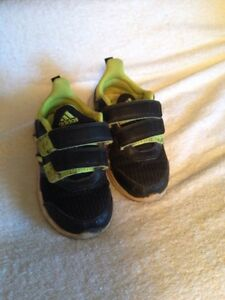 Adidas hyper fast shoes toddler size 8 Peterborough Peterborough Area image 1
