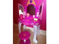 Girls dressing table & accessories