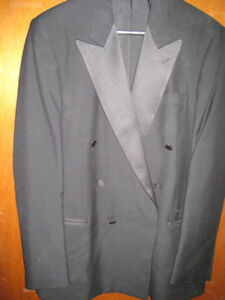 CLASSY COLLECTION SIGNATURE TESSUTO MARZOTTO TUXEDO JACKET.