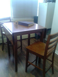 Dining Table with two chairs Edmonton Edmonton Area image 3