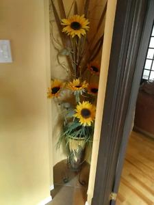 Pot de décoration en terre cuite avec fleur de décoration