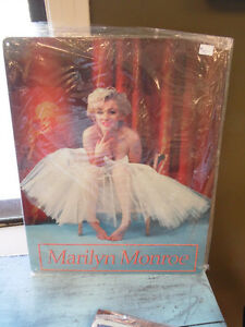 MARILYN MONROE COLLECTIBLE TIN SIGN
