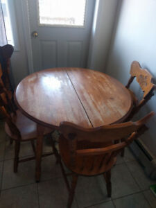 Kitchen Table with 6 Chairs and Leaf