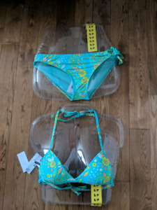 Brand new with tags O'Neill bikini.  Size small