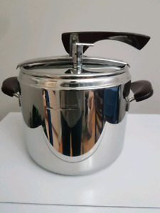 LAGOSTINA  7L Thermoplan 18/10 Stainless Steel Pressure cooker.