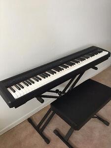 yamaha keyboard and bench