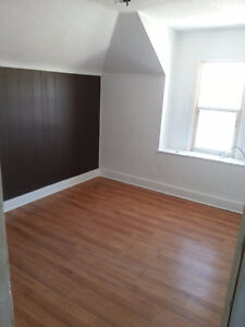 Two bedroom apartment, close to university and downtown PA