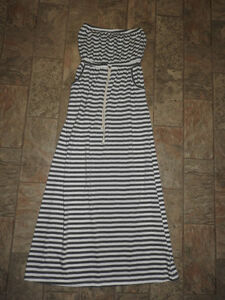 Long casual grey & white dress (fits med-large)